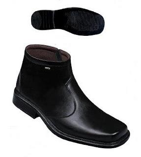 Sepatu boots kulit pria