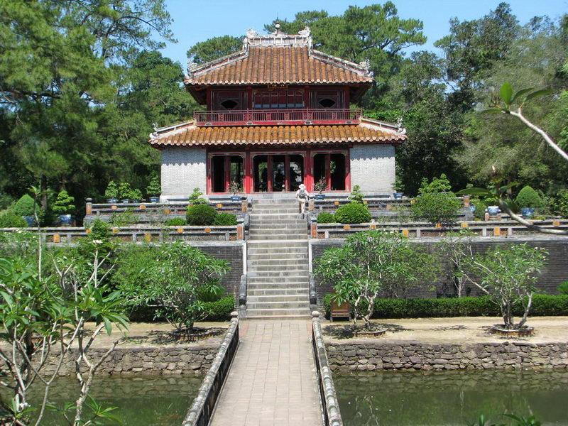 Thăm lăng Minh Mạng, Huế