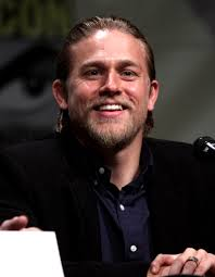 What is the height of Charlie Hunnam?