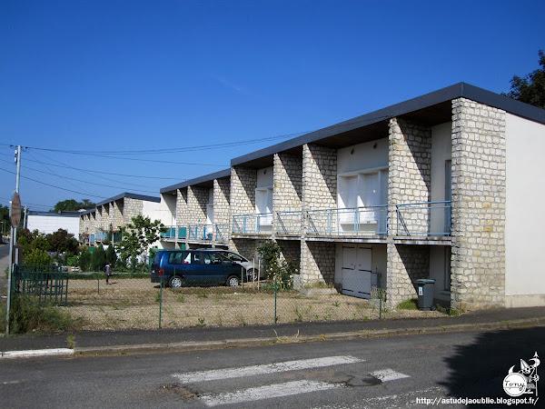 Château-Renault - Quartier Le Pichon  Ensemble de logements: rue Pierre Collin, Boulevard Louis Delamotte, rue Bretonneau  Construction: 1964