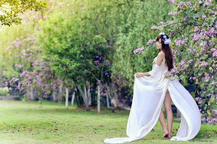 年轻的时候爱在脸上,只要漂亮其他都无所谓。中年的时候爱在身上,开始讲究一些品味和内涵。老年的时候爱在脚上,只要对方能陪伴自己走完平静而充实的人生,其他已经不需要太多。