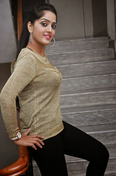Divya Singh photo In Tight Dress