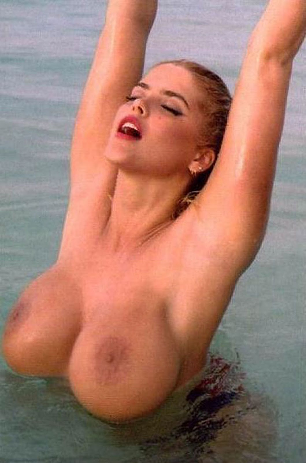 Anna nicole smiths tits photo 165
