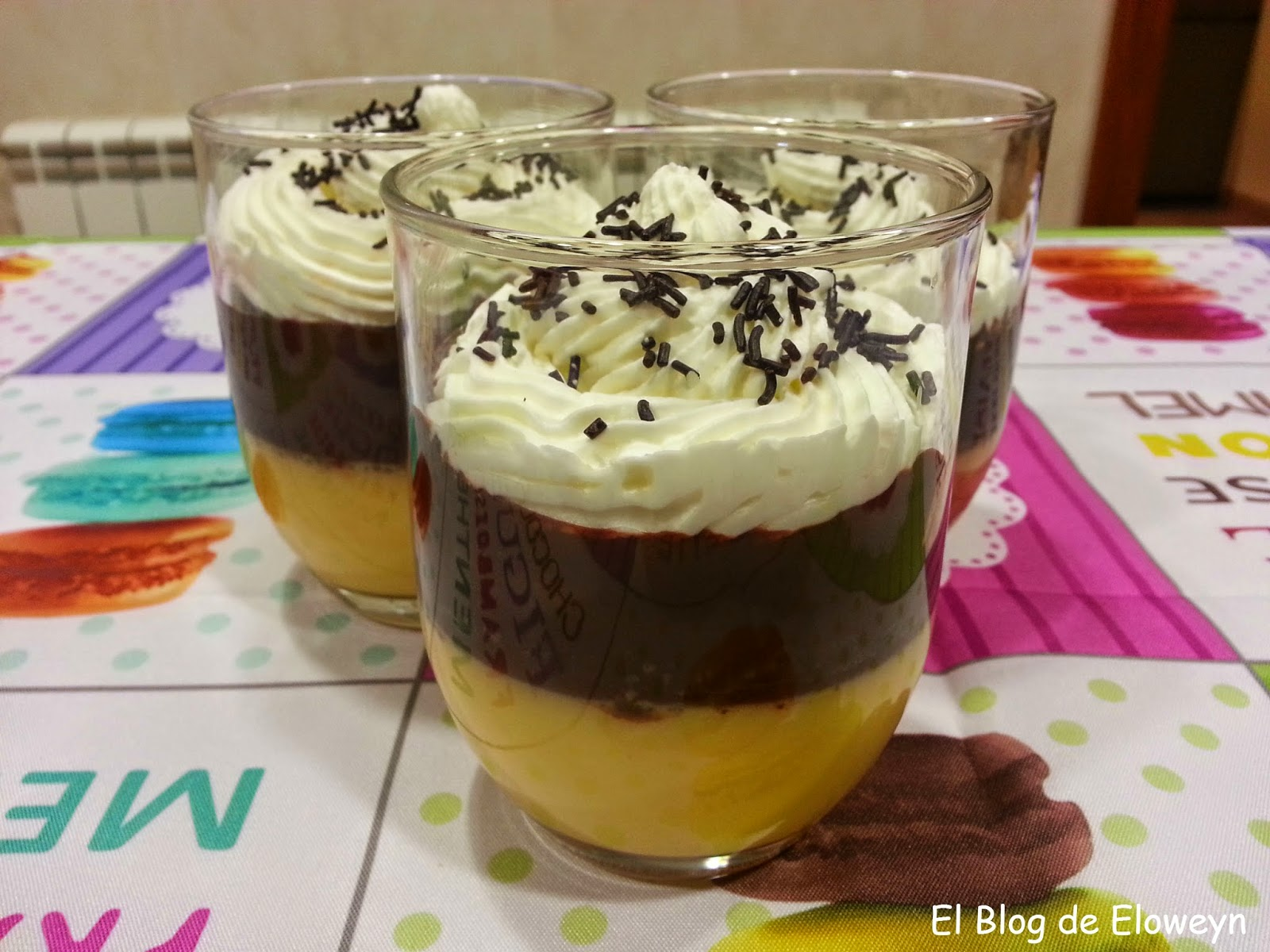 Vasitos De Flan De Naranja, Chocolate Y Nata
