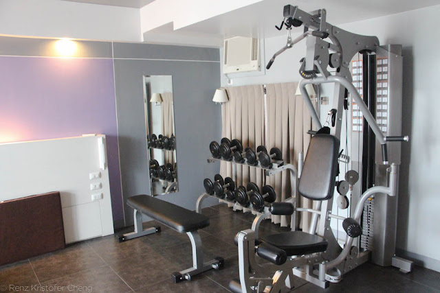The fitness/gym room of Pillows Hotel