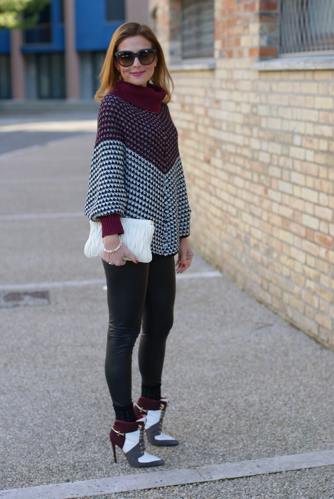 Jadea leggings and Bugie socks, leather leggings and Smash! Prolix sweater on Fashion and Cookies fashion blog, fashion blogger style