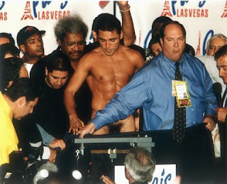 oscar de la hoya weigh in naked