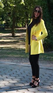 http://lifeandstyleana.blogspot.com.es/2015/09/abrigo-amarillo.html