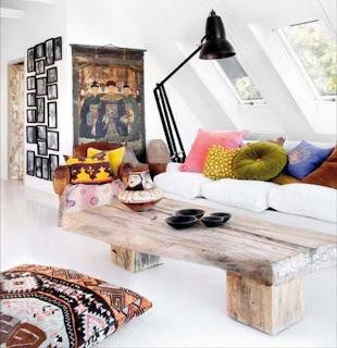 sala com mesa centro em madeira
