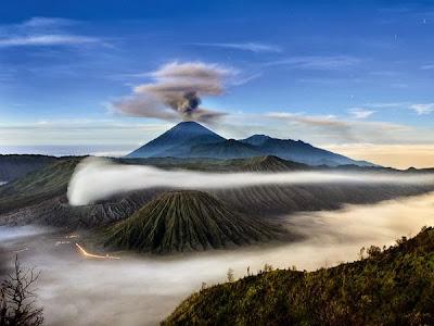 Gunung Semeru dan Gunung Bromo