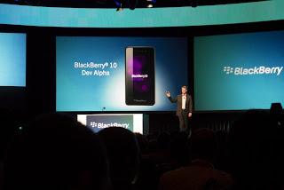 """Con anticipación, los desarrolladores obtienen poderosas herramientas para construir aplicaciones que proporcionan experiencias móviles altamente atractivas a los usuarios BlackBerry World 2012 / BlackBerry 10 Jam – Orlando, FL – Research In Motion (RIM) (NASDAQ: RIMM; TSX: RIM) ha revelado hoy su visión para la plataforma BlackBerry® 10 en la conferencia BlackBerry World™ en Orlando, Florida así como el kit de herramientas de desarrollo inicial para software nativo y HTML5. El kit de herramientas está disponible en versión beta como descarga gratuita desde: http://developer.blackberry.com. """"BlackBerry 10 se basa en valores y excepcionales experiencias de usuario que han atraído a más"""