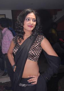 actress hari priya in sareelooks very sexy pics photos images