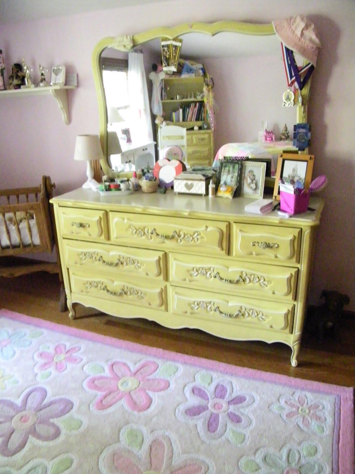 http://4.bp.blogspot.com/-piyu4-ZVSA8/TcFEFFXd4rI/AAAAAAAAExA/dvtg6QDaURE/s1600/princess+room+010.JPG