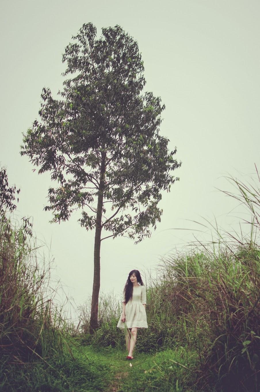 Người đẹp khoe dáng giữa rừng hoang