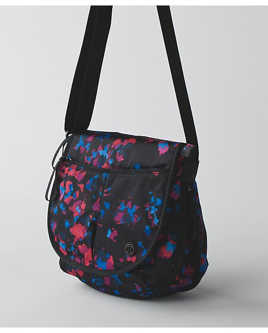 lululemon essentials-bag dandy-digie