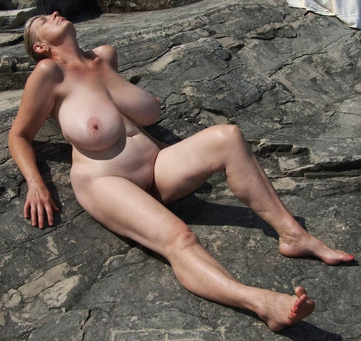 Nackt Bilder : Gigantisch schwerer Busen   nackter arsch.com