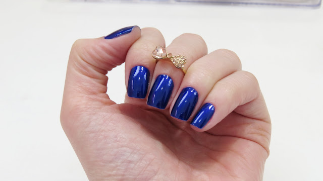 Esmate Azul cintilante cor Olho Turco da marca Passe Nati Esmaltes