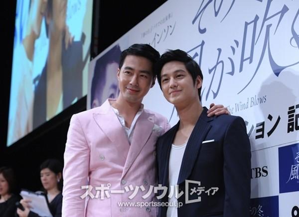 Vắng Song Hye Kyo, Jo In Sung quay ra ''tình cảm'' với... Kim Bum 1