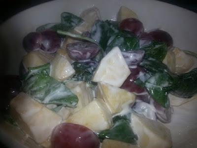 Salad Buah-Buahan Dan Bayam