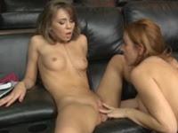 Duas novinhas lesbicas fazendo sexo