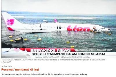 Boeing 737 terbelah dua