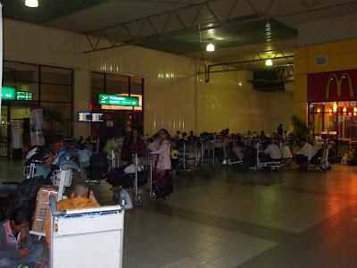 วันที่ 9 สนามบินกัวลาลัมเปอร์ กลับประเทศไทยครับผม