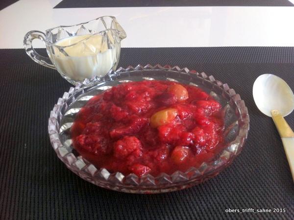Rote Grütze mit Vanillesoße selbst gekocht