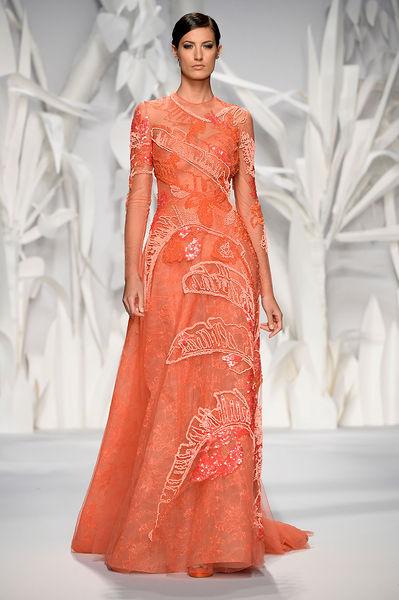 turuncu işlemeli elbiseler