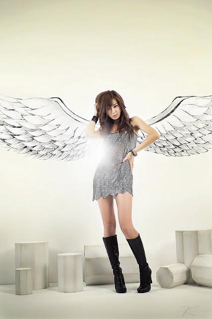 Korean Actress Yoo Ha Na In Sparkling Dress