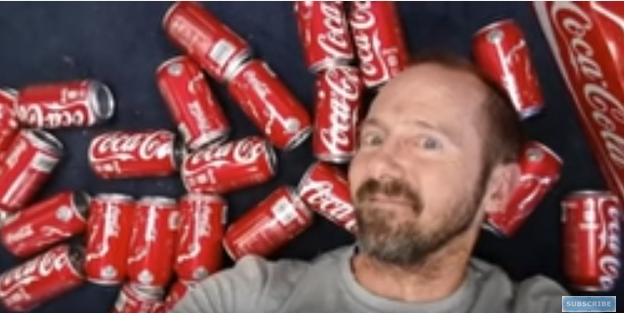 بالصور والفيديو: شاب يشرب 10 علب كولا يومياً ولمدة شهر.. اعرف ماذا حدث له