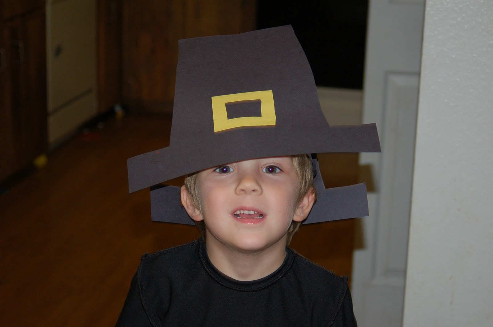 paper pilgrim hat Pilgrim hat every little boy at your thanksgiving table will want to make and wear this festive pilgrim hat made using a newspaper from the recycling pile what you'll need.
