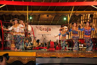 tari pa'gellu' dan musik pompang dari Toraja
