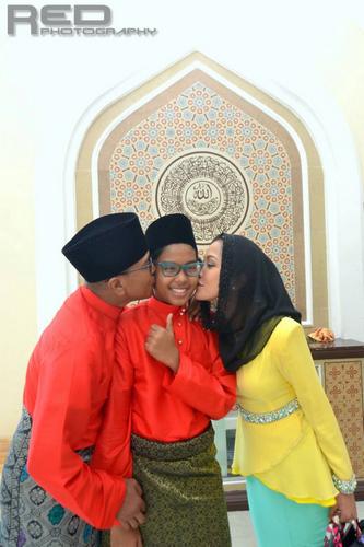Gambar Keluarga Hattan Semasa Majlis Akad Nikah Hani Nur Zaradan dan Shamsul Akmar