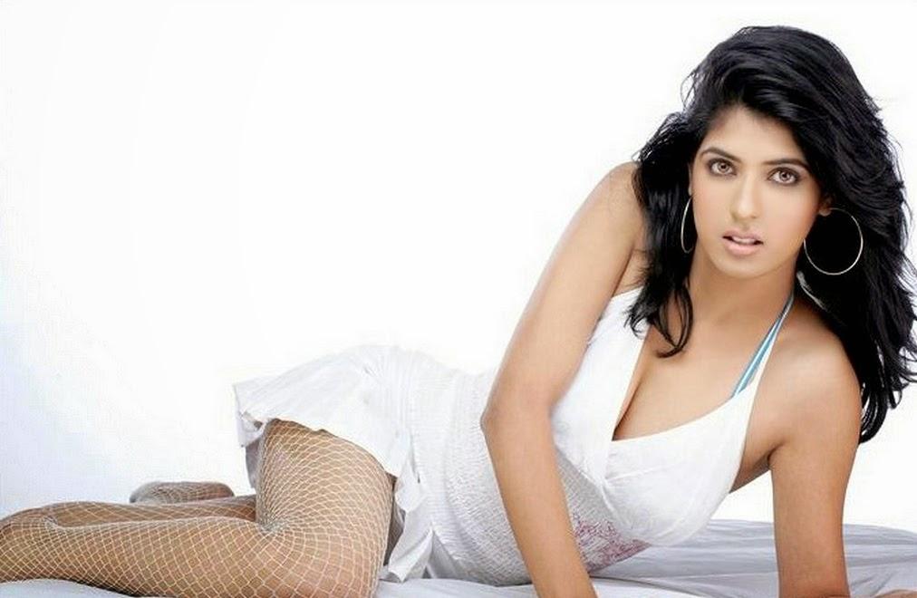 Aishwarya Sakhuja Hot