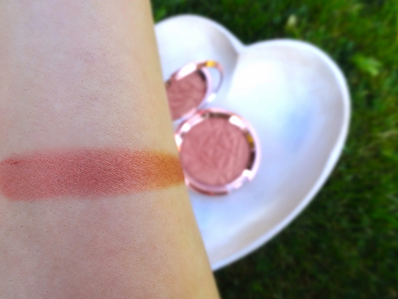 Becca Cosmetics : Limited Edition Shimmering Skin Perfector Pressed Blushed Copper swatch