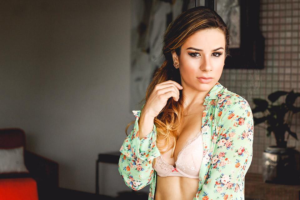 Fisiculturista Rebecca Ferrari posa para ensaio de lingerie. Foto: Fabrício Santana/ Thiago Freitas Assessoria