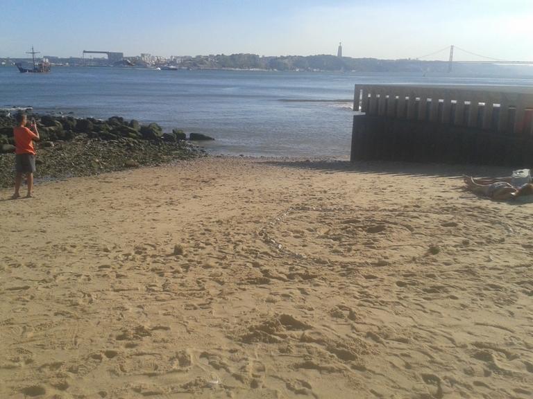 Desenhos na Areia da Praia das Naus
