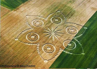 Los Circulos y dibujos en los campos nos dan un mensaje Extraterrestre 20120620+2012+crop+circle+11