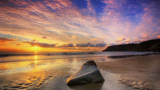 Amazing Cloudy Sunset Beach