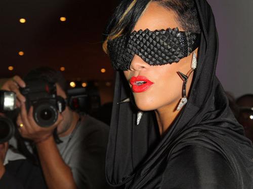Rihanna A-morir sunglasses