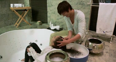 City Hunter Lee Min Ho washes hair