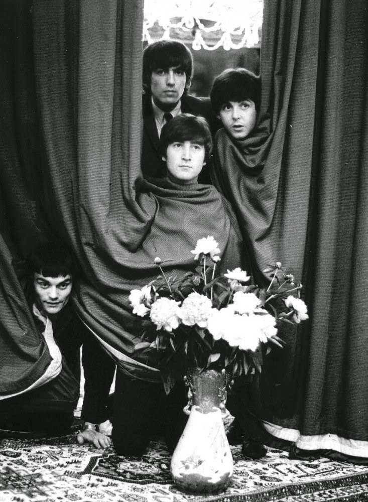 """beatlemania in the 1960s The story of the beatles' rise in america in 1963 and 1964 how their songs were first ignored in america by music industry executives, radio djs, """"american bandstand,"""" and others, then later embraced as """"beatlemania"""" took hold following their tv debut in february 1964."""