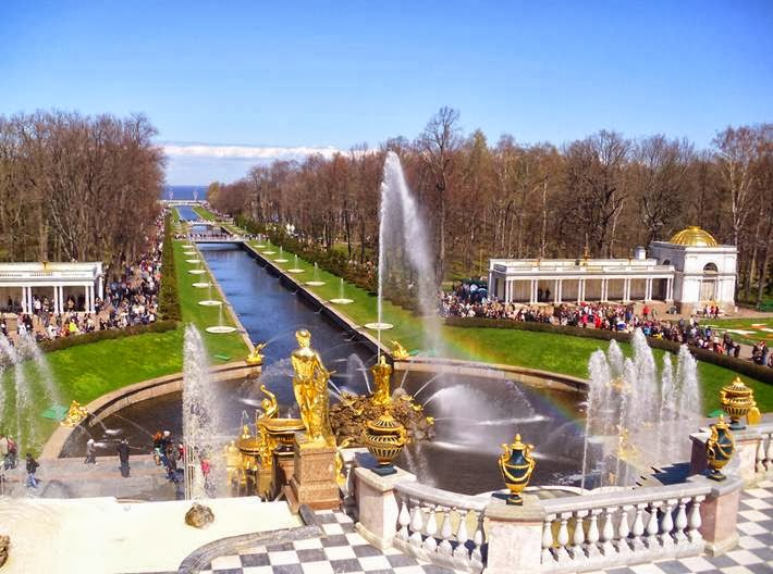 Peterhof - one of the most luxurious royal summer residence and a kind of triumphal monument to the successful completion of Russia's struggle for access to the Baltic Sea.