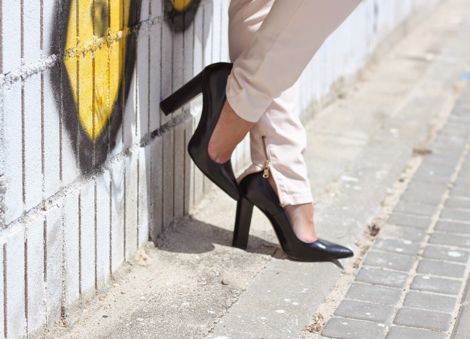 photo-look-street_style-zapatos_negros_zara