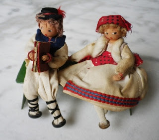casa delle bambole bambini su panca