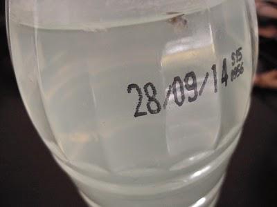 Bottiglia con nutriente per larve di zanzare