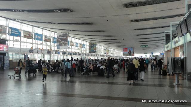 Saguão do Aeroporto Internacional de Santiago