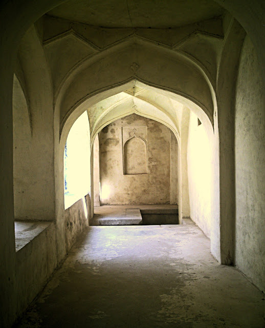 arched passageway at Golkonda Fort