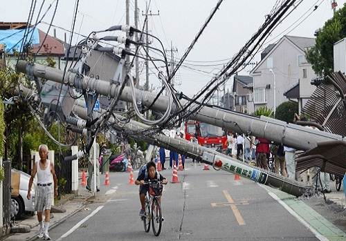 Tokyo_tornado_damage_photo