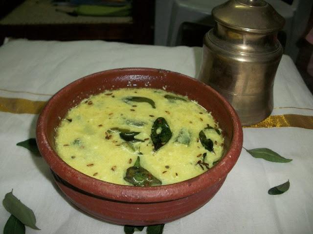 Vendaikai Morkulambu - Iyengar style / Okra cooked in a Coconut & Yogurt Sauce